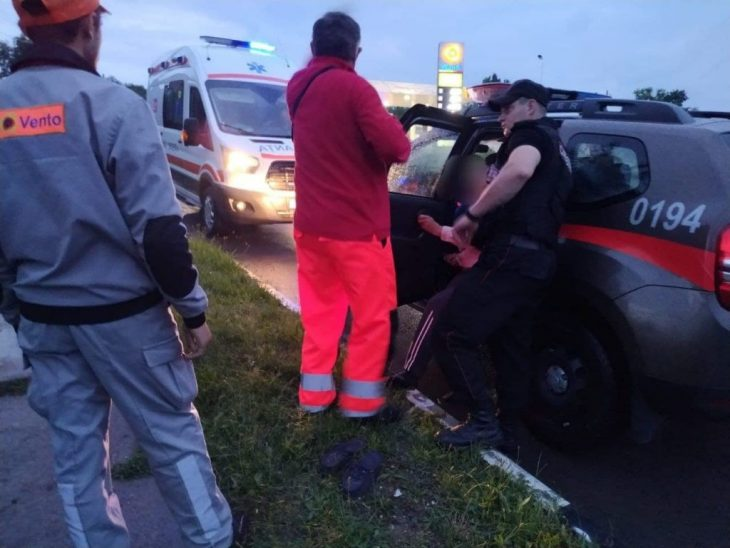 Un bărbat din Cahul, găsit jos, în mijlocul drumului. Carabinierii i-au acordat primul ajutor