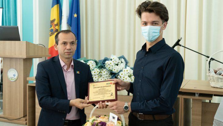 Reportaj FOTO // Au fost premiați cei mai buni studenți și elevi din municipiul Cahul
