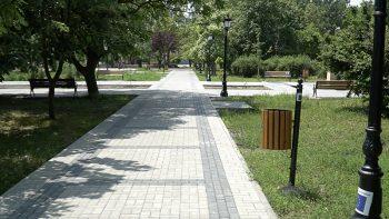UE// Cahulenii despre renovarea Parcului: Acum desigur e bine. Acum poți să te plimbi fără gropi
