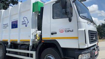 UE// De ziua orașului, municipiul Cahul a primit în dar din partea  Uniunii Europene o autospecială pentru colectarea și transportarea deșeurilor menajere din partea  Uniunii Europene