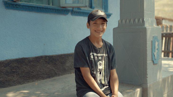 Băiatul din raionul Cahul care a alergat 12 km s-a mutat cu familia la propria casă