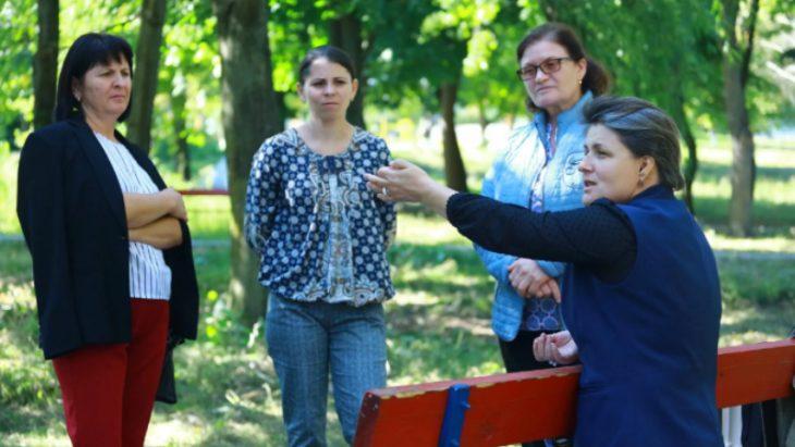 Cum o mână de oameni din Hănăseni face ca primăria să rezolve problemele satului